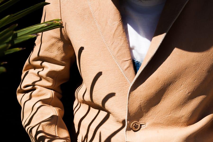 """残された銃痕や傷、希少な素材が特別な存在感を放つ FRANK LEDER / フランクリーダー """" PLANT DYED DEERLEATHER JACKET """" のご紹介"""