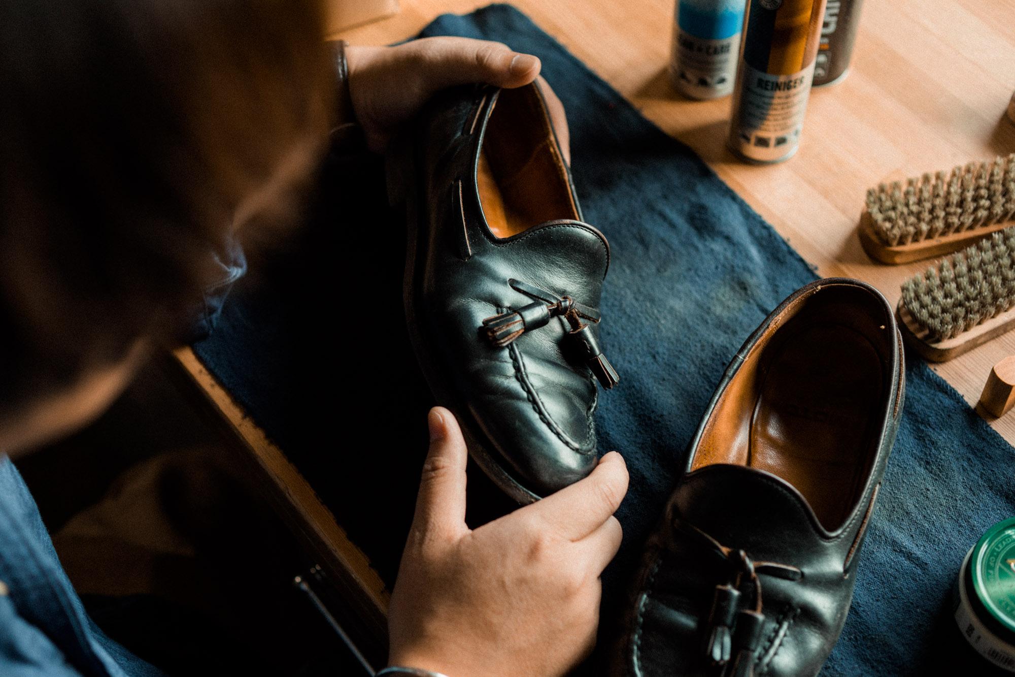 汗をかくこの時期にこそ。革靴の簡単メンテナンス方法。
